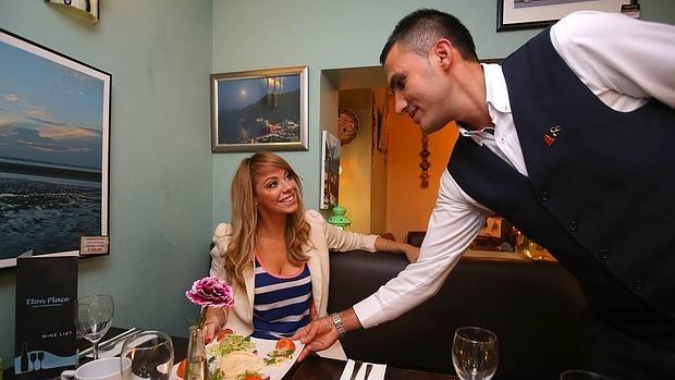 Mendaro mujeres solteras manos