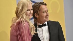 Nicole Kidman y su marido Keith Urban adoptan a un niño indio