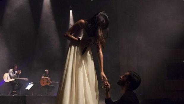 Sorpresa en el escenario piden en matrimonio a la top for Bulevar top model