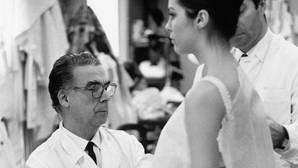 Homenaje a Balenciaga en Londres por el centenario de su primer taller
