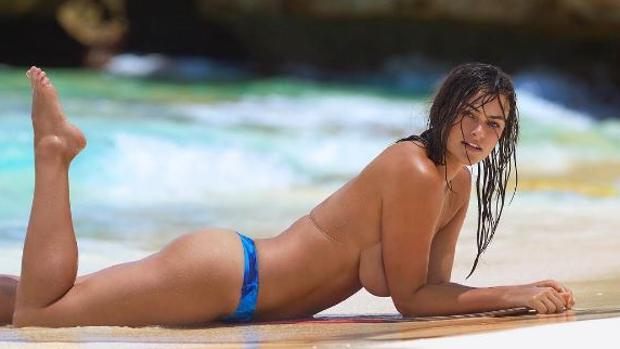 Myla Dalbesio, la primera modelo curvy de Calvin Klein