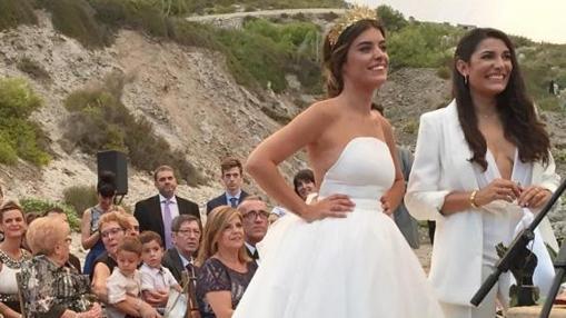 Imagen de la romántica boda de Dulceida y Alba Paul