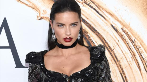 Adriana lima quer a ser monja for Bulevar top model