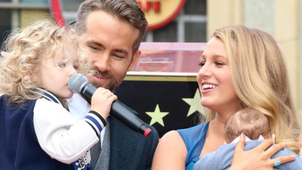 Ryan Reynolds rodeado por su familia