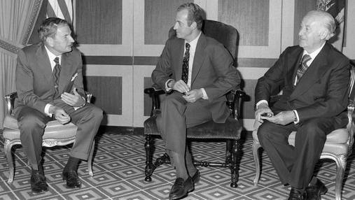 Rockefeller con el Rey Don Juan Carlos y José María de Areilza en 1976