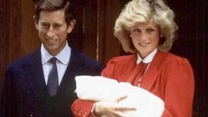 Los príncipes junto a un recién nacido Guillermo de Inglaterra