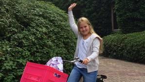 Amalia de los Países Bajos de camino al colegio