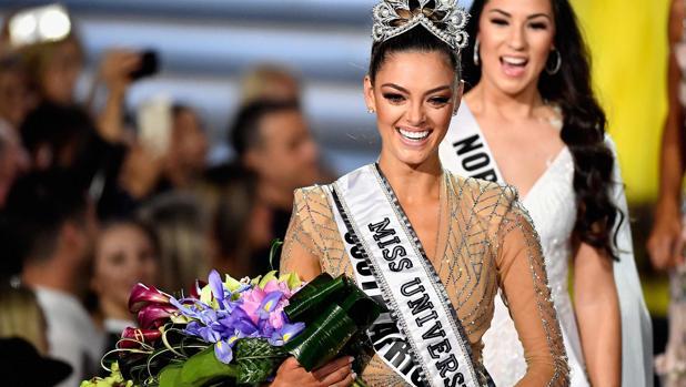 La sudafricana Demi-Leigh Nel-Peters se ha proclamado nueva Miss Universo