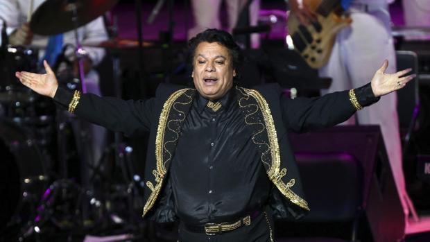 El cantante mexicano Juan Gabriel durante un concierto en el Auditorio Telmex de Guadalajara (México)