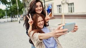 ¿Quién se hacen más «selfies»: los hombres o las mujeres?