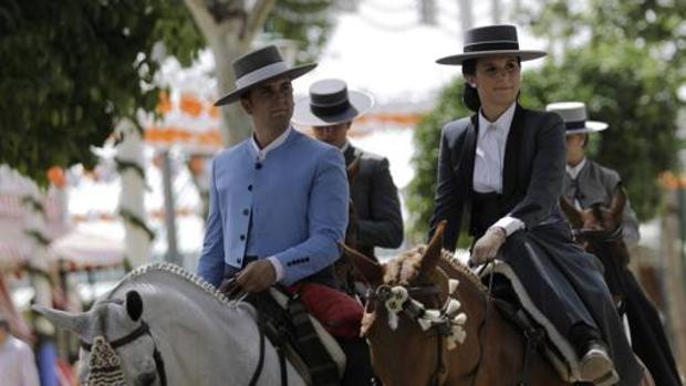 Jinetes en la Feria de Abril de Sevilla