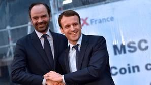 El primer ministro de Francia, Édouard Philippe , con el presidente galo, Emmanuel Macron