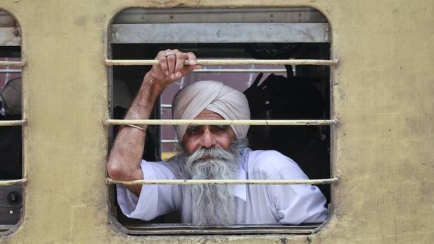 Un sij en un tren en la frontera de Pakistán