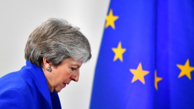 Los británicos votan hoy con el eurocrítico Farage como claro favorito