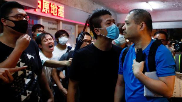 Indignación y psicosis por el ataque a los manifestantes en Hong Kong