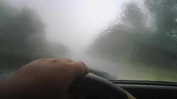 C mo desempa ar los cristales del coche de manera efectiva - Como limpiar los cristales del coche ...