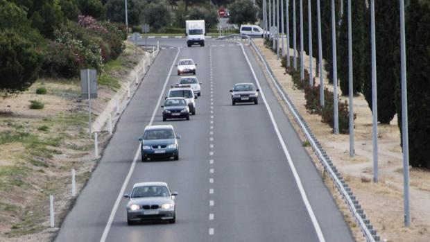 La DGT recomienda que los vehículos utilicen las luces durante el día