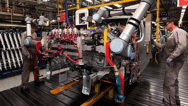 «Cobot», el compañero de trabajo robótico que promete una revolución en las fábricas de coches