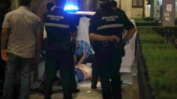 El hombre fallecido en la Plaza Nueva de Sevilla tras ser atacado con arma blanca