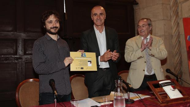 Aitor Sánchez, Antonio Muñoz y Jacobo Cortines, durante la presentación del libro