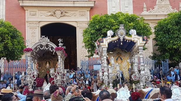 Salida de la Hermandad del Rocío de Sevilla junto a su nueva filial del Viso del Alcor