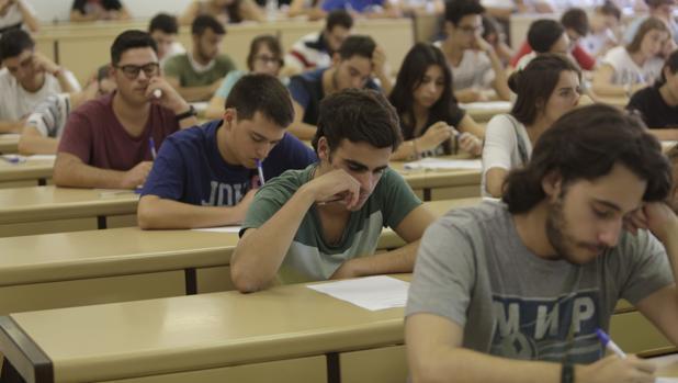 Prueba de acceso a la Universidad en Sevilla