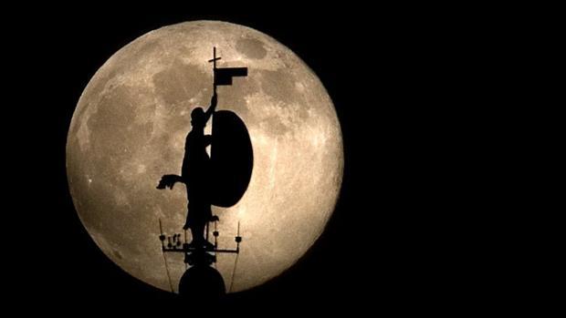 Deiciocho lunas