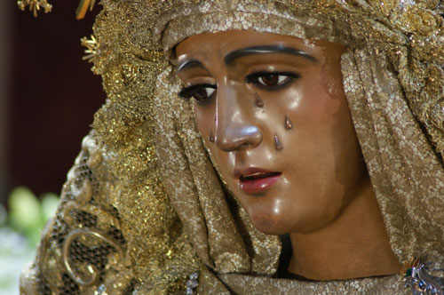 Exquisito besamanos de la Virgen de la Esperanza en Triana