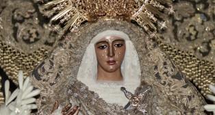 En imágenes: La Esperanza de Triana, en la Catedral