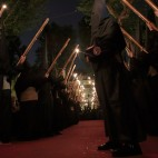 Nazarenos del Gran Poder en la Plaza de San Lorenzo / JUAN FLORES
