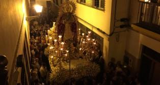 Idiosincrasia macarena en la procesión de la Virgen del Rosario