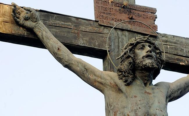 El Ayuntamiento restaurará al Cristo de las Mieles del cementerio