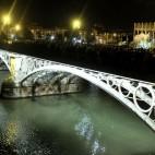 La Esperanza de Triana por el puente / J. M. SERRANO