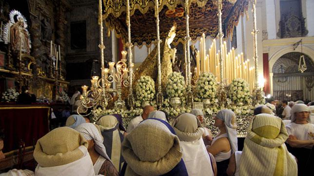Costaleros de la Virgen de las Lágrimas de la Exaltación / KAKO RANGEL