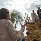 Una vecina de Torreblanca canta una saeta al Señor Cautivo ante Pilato