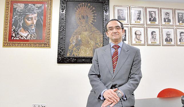 Alfonso de Julios, hermano mayor de la Esperanza de Triana / J. M. SERRANO
