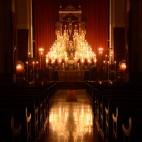 Altar de quinario del Buen Fin a la luz de las velas / JOSÉ JAVIER COMAS RODRÍGUEZ