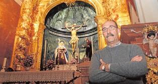 El capataz Ismael Vargas en la basílica del Cachorro / ROCÍO RUZ