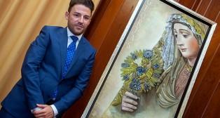 Jonathan Sánchez Aguilera con su cartel de las Glorias 2015 / J. J. ÚBEDA