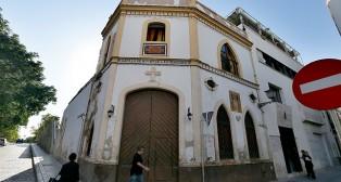La capilla de la Puerta Real cerrada por obras / J. M. SERRANO