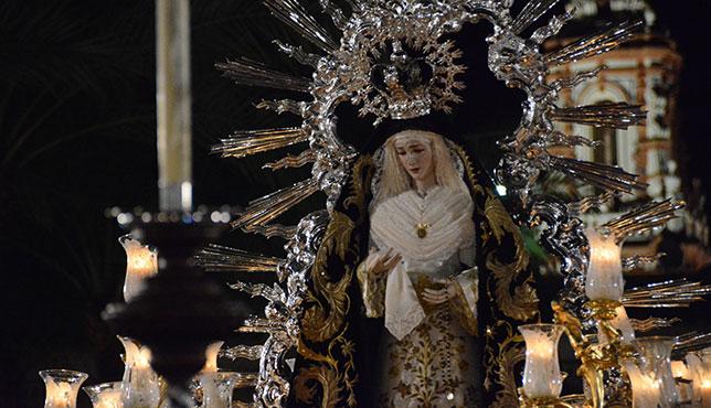 Virgen de la Soledad en la procesión Magna Mariana de Écija / JOSÉ JAVIER COMAS RODRÍGUEZ