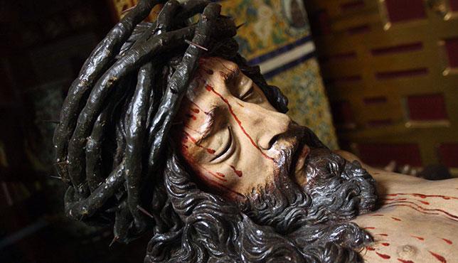 Primer plano del busto del Cristo de la Buena Muerte (1622) de Juan de Mesa / Javier de Haro Hostench
