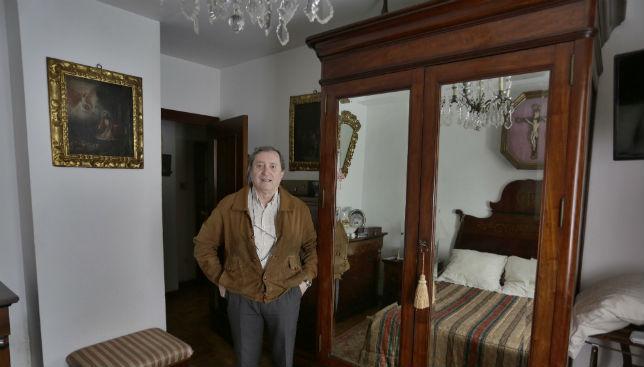 Tras este armario estuvo escondida la Macarena en 1932 / FOTO: Vanessa Gómez.