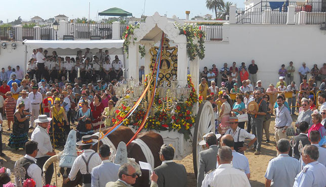 El Rocío Castrense, con su antigua carreta, hace su presentación en la ermita / ABC