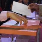 Urna electoral en una hermandad / JAVIER COMAS