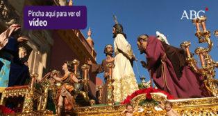 La salida del misterio de El Dulce Nombre - Semana Santa de Sevilla 2018