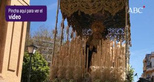 La salida de la Virgen de la Consolación de la hermandad de La Sed en puerta de Jesús, en su cincuenta aniversario fundacional - Semana Santa de Sevilla 2018