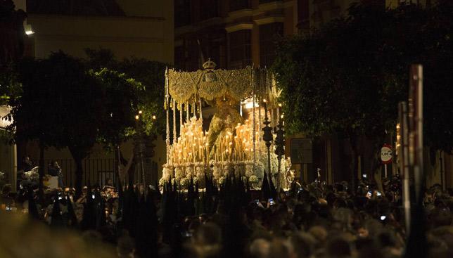 La Macarena en la calle Jesús de las Tres Caídas / MJ LÓPEZ OLMEDO