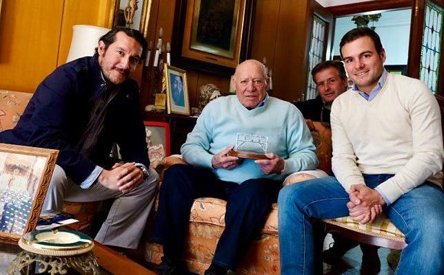 La Tertulia «La Parihuela» entrega su galardón de 2019 a Alberto Gallardo.