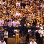 El Crucificado de la Sed, llegando a San Juan de Dios entre cientos de devotos en su Salida Extraordinaria de 2019